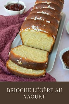 Deliciously soft and moist homemade carrot cake banana bread, so good you'd never know it's an oil free vegan vegetable recipe packed with Vitamin A! Zucchini Bread Muffins, Gluten Free Zucchini Bread, Zucchini Bread Recipes, Banana Bread Recipes, 3 Ingredient Banana Bread Recipe, Healthy Banana Bread, Healthy Zucchini, Healthy Banana Recipes, Chocolate Chip Recipes
