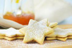 Diese feinen Guetzli duften himmlisch nach Orange und verleihen der Umgebung eine süsse, unwiederstehliche Backluft. Christmas Cookies, Waffles, Biscuits, Sweet Treats, Xmas, Baking, Breakfast, Holiday, Desserts