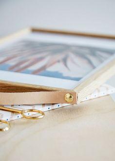 Lædergreb til låger har længe været et hit. Nu er tiden kommet til at lave mange flere små accessories til din bolig i det smukke materiale.