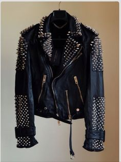 balmain leather studded jacket This is totally my style I love it and i want it lol Rock Style, Style Me, Girl Style, Mode Rock, Top Mode, Studded Leather Jacket, Black Leather, Mode Shoes, Do It Yourself Fashion