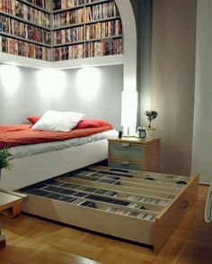 I love the helving underneath the bed but I don't have enough books to fill the shelves up top! This must be a librarian's bedroom