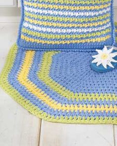 crochet oval rug - perfect in different colors for the kitchen!