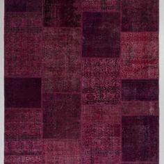 Czerwony bordowy patchwork dywan turecki kilim. Dywan turecki o wzorze patchworkowym w wymiarach 200x300 cm w kolorystyce bordo i ciemnego wina. Idealny do sypialni i salonu we wnętrzach zarówno tradycyjnych jak i nowoczesnych.