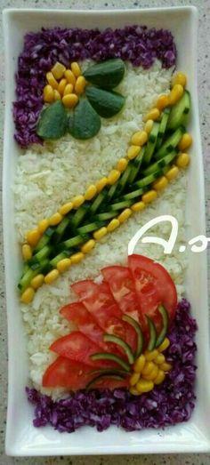 Discover thousands of images about salade varier Vegetable Decoration, Food Decoration, Salad Design, Food Design, Snacks Für Party, Appetizers For Party, Fruit Salad Ideas Parties, Veggie Art, Food Garnishes