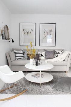 Jouer avec les matières, les motifs et les nuances de gris permet d'éviter de tomber dans la monotonie et d'apporter à la déco une atmosphère douce et reposante. Cosy, ce salon se pare de teintes de gris clair pour un résultat totalement zen !