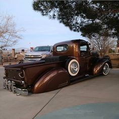 trucks and cars 1946 Chevy Truck, Chevy Pickup Trucks, Classic Chevy Trucks, Chevy Pickups, Chevrolet Trucks, Gmc Trucks, Cool Trucks, Chevy 4x4, Classic Cars