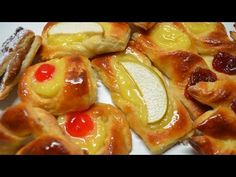 For breakfast in Argentina? And café con leche… Brunch Recipes, Baking Recipes, Great Recipes, Dessert Recipes, Croissant, Argentine Recipes, Argentina Food, Kinds Of Desserts, Sweet Pastries