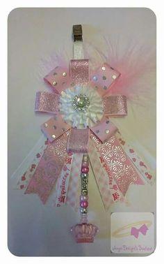 Pram charm Pram Charms, Dummy Clips, Bow Making, Baby Prams, Ribbon Flower, Craft Sale, How To Make Bows, Bibs, Baby Things