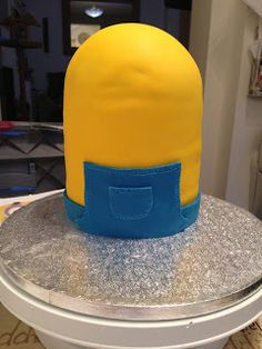 What an awesome cake!: Despicable Me Minion Cake!