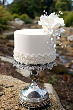 White on white cake Small Wedding Cakes, White Wedding Cakes, Beautiful Wedding Cakes, Wedding Cake Designs, Wedding Cupcakes, Beautiful Cakes, One Tier Cake, Single Tier Cake, Single Layer Cakes