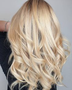 Warm tones bubble and blend effortlessly to create a gorgeous Champagne Blonde tone. Wella colour created by Melanie Pieczka-Roeder. Warm Blonde, Blonde Hair, Champagne Blonde, Long Curls, Hair Trends, Bubble, Hair Cuts, Hairstyles, Colour