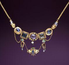 Collar de oro, ágata amatista, esmeralda, cristal de roca, perlas y cristales de colores.  Grecia, s.II tardío - s. I a. C. (helenístico) Body Jewelry, Jewelry Art, Fine Jewelry, Jewelry Design, Cat Jewelry, Ancient Jewelry, Antique Jewelry, Vintage Jewelry, Viking Jewelry