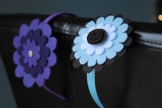 Little Things Bring Smiles: Felt Fun. Headbands and clips. Felt Flowers, Diy Flowers, Fabric Flowers, Flower Headband Tutorial, Flower Headbands, Flower Clips, Felt Headband, How To Make Headbands, Diy Shops