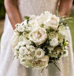 Morlotti Studio - Sweetness of the bride   Bouquet - white bouquet #wedding #bouquet #bride #bridesmaid @comoinstyle