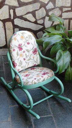 Cadeira de balanço infantil, recuperada e pintada
