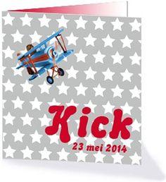 Geboortekaartje Kick. Een heel stoer jongens geboortekaartje met  vliegtuigjes en motors. Dit geboortekaartje is te vinden in de collectie 'stoere vrolijke jongens'.