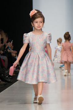 Baby Girl Party Dresses, Little Dresses, Little Girl Dresses, Kids Dress Wear, Kids Gown, Baby Frocks Designs, Kids Frocks Design, Kids Dress Patterns, Girls Special Occasion Dresses