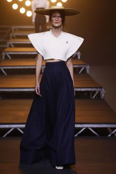https://www.businessoffashion.com/fashion-week/2017ss/jacquemus/collection/look/5