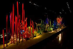 Throughout the 1970′s , influenced by the great glassblowing tradition of Murano, Chihuly experimented with the team approach to glassblowing. Working with a team of master glassblowers and assistants has enabled him to produce architectural glass art of a scale and quantity unimaginable working alone or with only one assistant.