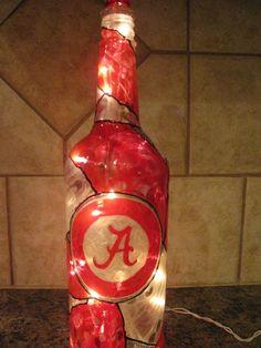 Alabama Crimson Tide - could do any college(Bottle Painting Easy) Alabama Crafts, Alabama Decor, Sweet Home Alabama, Collage Football, Football Art, Football Crafts, Football Parties, Bama Fever, Alabama Crimson Tide