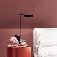 Tab de @flosnorthamerica est un autre lampadaire parfait pour offrir en cadeau a quelqu'un de spécial❤️ Tab est livré avec un diffuseur multi-led pour éviter l'effet multi-ombre et l'éblouissement. Obtenez cette œuvre d'art contemporain minimaliste aujourd'hui! Lamp Bulb, Led Lamp, Free Standing Lamps, Modern Floor Lamps, Lamp Design, Oeuvre D'art, Body Painting, Les Oeuvres, Table Lamp