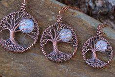Regenbogen Mondstein Mond Lebensbaum Halskette von Maidinthewoods