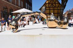 KØS  A Kassens bronzeskulptur Bronze Pour (Køge Havn) blev indviet på KØS' forplads. Husk at du kan se udstillingen, A Kassen │ Instant Sculpture, om skulpturens tilblivelsesproces frem til d. 20. august.