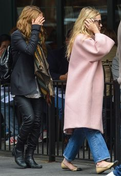 Ashley Olsen throws on a pink coat to go out for a weekend lunch. This season, pink coats are relaxed, casual and fun! Mary Kate Ashley, Mary Kate Olsen, Ashley Olsen Style, Olsen Twins Style, Olsen Fashion, Mode Outfits, Her Style, Style Blog, Rachel Bilson