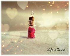 Ciondolo bottiglia con cuori - charm #bottle #hearts