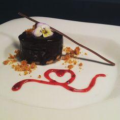 Torta trufada, com amor! #patisserie #confeitaria #coresabor #confeiteiraporamor #lovemywork #costaodosantinho @gabisalomaos