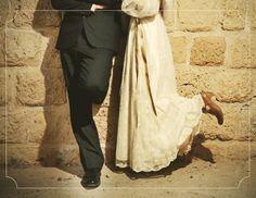www.urbanbridesmag.co.il  ענת ואסף, 2.12.10 | חתונות אורבניות  צילום: אילן סבירסקי  #wedding #bride #groom #shoes