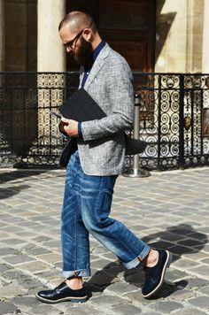 Urban Street Style, Raw Silk & Limen Blazer, Loose Distressed Jeans, and Cole Haan Saddle Shoes, Men's Spring Summer Fashion. Gents Fashion, Best Mens Fashion, Fashion Fashion, Street Fashion, Winter Fashion, Fashion Tips, Stylish Men, Men Casual, Men's Street Style Photography