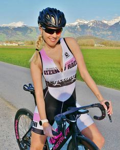 As a beginner mountain cyclist, it is quite natural for you to get a bit overloaded with all the mtb devices that you see in a bike shop or shop. There are numerous types of mountain bike accessori… Road Bike Women, Bicycle Women, Bicycle Girl, Cycle Chic, Radler, Cycling Girls, Bike Style, Sporty Girls, Biker Girl