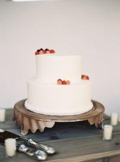Simple Wedding Cake With Fresh Berries Pretty Cakes, Beautiful Cakes, Amazing Cakes, Raspberry Wedding, White Raspberry, Raspberry Cake, Watercolor Cake, Gateaux Cake, Wedding Cake Inspiration