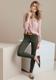 A wardrobe essential, these olive-green jeans are designed with a tapered fit and a classic five-pocket design. Complete with front button and zipper closures, these pants add subtle color to you.: Source by nattychafatelli pants outfit Olive Green Pants Outfit, Olive Green Jeans, Green Skinny Jeans, Pink Pants Outfit, Green Skinnies, Green Blouse Outfit, Dark Green Pants, Mode Outfits, Office Outfits