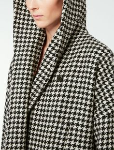 Experience Max Mara: shop the official Online Store and discover the latest Collections, news, fashion shows and special events. Duffle Coat, Cashmere Coat, Max Mara, Special Events, Fashion Show, Blazer, Couture, Wool, Embroidery Stitches