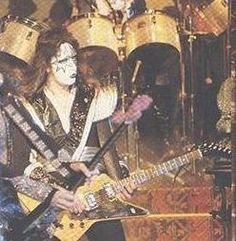 Ace Frehley Les Paul - Ace Without A Les Paul. October 19 & 20, 1976 - The Paul Lynde Show's Halloween Special and a Gibson Explorer