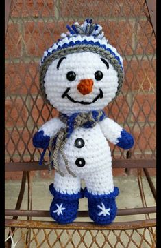 Snowman Puddin Doll pattern by Sandy Nordwall Eggers This Snowman pattern has instructions for making a Boy or Girl Snowman Doll. The doll is made in one piece from the feet ( Boots) up to the head, then the arms with Mittens, are attached last. Crochet Snowman, Christmas Crochet Patterns, Christmas Deco, Christmas Crafts, Christmas Ornaments, Schneemann Party, Snowman Party, Crochet Winter, Yarn Projects