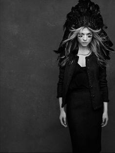Clémence Poésy - La Petite Veste Noire de Chanel - Photo de Karl Lagerfeld
