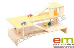 #Garaje de dos niveles para #coches de #juguete . Fabricado con tablero laminado y coloreado. Es el complemento ideal para la estantería con ruedas ref.- 243099150. (Ver en la web). Tienda Educamueble