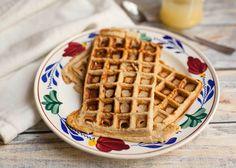 Hoppa, hiermee scoor je punten! Serveer met je favoriete fruit of wat honing. Yum! Gebruik je siliconen vormen voor in de oven? Vet je vorm dan in met kokosolie, en …