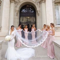 Now I Want To Show You 15 Wonderful Wedding Photo Ideas For Your Bridesmaids Such As Behind The Bride Praying Together Etc