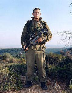 Rineke Dijkstra, Israeli soldiers (1998-2000), Itmar,Golani Brigade, Elyakim, Israel, 1999