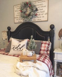 35 Farmhouse Christmas Bedroom Decorating Ideas - Decoradeas - Happy Christmas - Noel 2020 ideas-Happy New Year-Christmas Farmhouse Christmas Decor, Country Christmas, Farmhouse Decor, Farmhouse Style, Farmhouse Ideas, Modern Farmhouse, Farmhouse Sinks, Cottage Style, Country Style