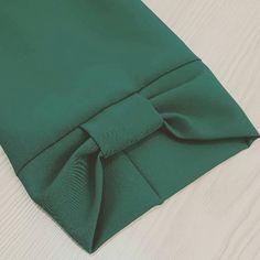 Best 11 Twisted Clutch PDF Tutorial and Pattern Kurti Sleeves Design, Kurta Neck Design, Sleeves Designs For Dresses, Dress Neck Designs, Stylish Dress Designs, Sleeve Designs, Blouse Designs, Simple Kurti Designs, Salwar Designs