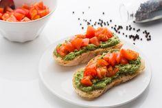 Bruschetta vegan con avocado e pomodorini per partecipare a #Vogliadi… #ortointavola