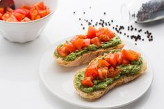 Vegan avocado and cherry tomatoes bruschetta - bruschetta vegan con pomodorini e avocado