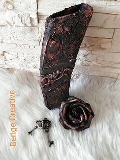 Keramicka váza nepravidelných tvarov maľovaná s handmade odliatkami,krakerovacie pasty, patinovánie metalic pastou a lakované ekolakom. Vhodná na použitie na živé a umelé kvety. Dekoračné kvety nie... Cowboy Boots, Bronze, Shoes, Zapatos, Shoes Outlet, Shoe, Western Boot, Footwear, Western Boots