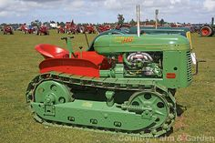 A fully restored 1948 Oliver tracked tractor. Oliver took over the Cleveland Tractor Company (Cletrac) in 1944 and continued to produce and develop their tracked models. This example also carries the Cletrac name. More Tractor Photos. Case Ih Tractors, Lawn Tractors, Kubota Tractors, Old Tractors, John Deere Tractors, Antique Tractors, Vintage Tractors, Vintage Farm
