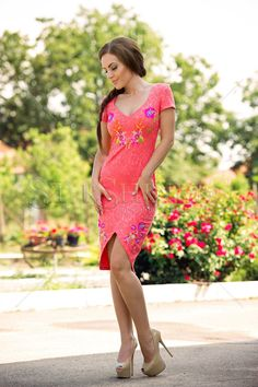 StarShinerS Brodata Tahiti Coral Dress Trendy Outfits, Summer Outfits, Coral Dress, Summer Trends, Colorful Fashion, Clothing Items, Floral Embroidery, Floral Prints, Feminine